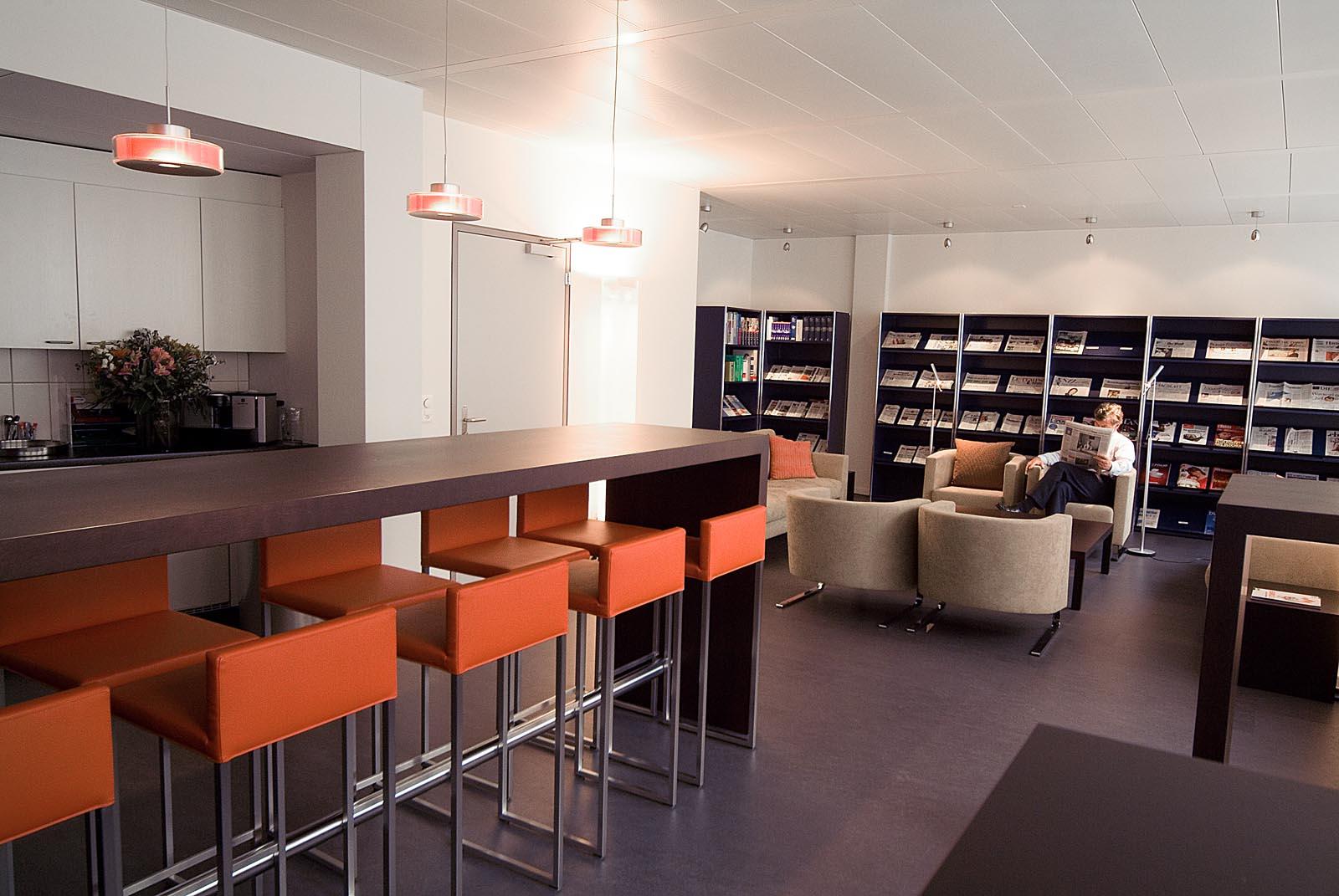 Eine modulare business bar f r die economie suisse regula hotz raumgestaltung - Kaffeebar mobel ...